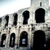 アルルの古代ローマ円形闘技場の外観