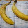 【フィリピン産】バナナをボッコボコにして黒くするとホントに甘くなるのか気になったので実際にやってみた。