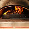 薪でピザを焼いた