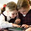 プログラミングは1人ではなく2人ペアで!ペアプログラミングで学ぶ効果とは