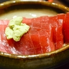 豊洲の「米花」でまぐろ刺身、ほたてとさつま揚げの煮物、茄子味噌。
