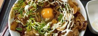 並2杯をペロリと食べれないと吉野家史上最大スタミナ超特盛丼は挑んではいけないような気がします。