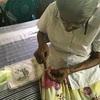 昔々日本人が教えた編み物を未だに続けるおばあちゃん。