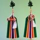 パッと花咲くように華麗らしさを神棚に彩れる木製台軸仕様の真榊