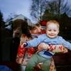 『無料/フリーBGM素材』孫を抱く母 お母さんの愛情バイオリン楽曲