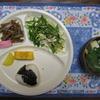 昨日の朝ご飯。家庭菜園で間引きした小松菜と収穫したミズナを食べたよ。