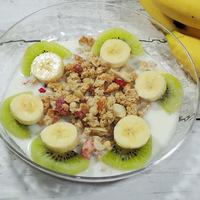 【業務スーパー】「いちごとナッツのグラノーラ」でヨーロッパの朝食を!自然豊かなチェコのオーツ麦!