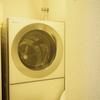 ドラム式洗濯機の乾燥フィルター奥のほこり。掃除すると大量に…。※ちょっと閲覧注意