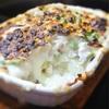 オリーブオイルで作るホワイトソースの、鱈とグリーンピースとジャガイモのグラタン