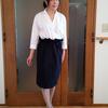 襟の開け方に悩まない白のきれいめスキッパーシャツ