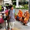今日タイは、ヴィサカブーチャ(仏誕節)。やっぱり、オンラインお寺参り??