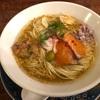 631. スモークサーモンの塩ラーメン@海老丸(水道橋):サーモンだけなくスープにも燻製の香りが!スモークラバーにはたまらない一杯!