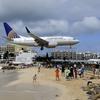 飛行機が頭上ギリギリを通過する大迫力の南国リゾート マホビーチ