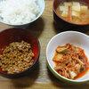 今日の食べ物 朝食にキムチと納豆と