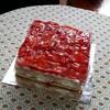豪華なイチゴのショートケーキと悲しいリキ丸