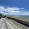 【神奈川】茅ヶ崎海岸でウッドデッキから海を眺める
