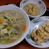 野菜たっぷりタンメン+半チャーハン+餃子。日高屋