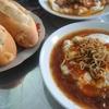 タインホアのローカルレストラン Banh My Sot Trung