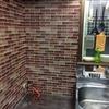 台所コンロ周りにセリアのキッチン用汚れ防止シートをはってみました。