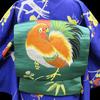 青地梅お仕立て上がり小紋×緑繻子地ニワトリ刺繍名古屋帯