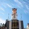 大阪道頓堀に新たなシンボルが誕生。その名も串カツだるまのだるま大臣だって。