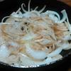 玉ねぎを細く切って炒めて食べてから、カレーの具にした