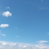 空が青い。