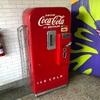 偶然入ったレストランにコカ・コーラの瓶の古い自動販売機が。王冠の思い出も蘇ってきて。アトランタを拠点とすると全米に広がるピザのチェーン店 Mellow Mushroomでした。