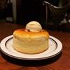 コンバインドカフェ五徳屋十兵衛(ごとくやじゅうべえ)さんの窯焼きホットケーキ。