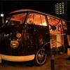ナビィのパン屋の前の車!夜に茶色の車!キッチンカー、移動販売車?それはyuricafe