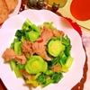 豚こま切れ肉と小松菜の桜咲く春色炒め