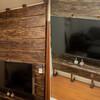 足場板とディアウォールで壁掛けTVの壁を作った