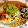鶏肉とほうれん草のペンネ、パセリ唐揚げ、キノコアヒージョ、サラダ