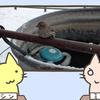 助けて!スズメの足が凍ったフェンスに張り付いちゃった!
