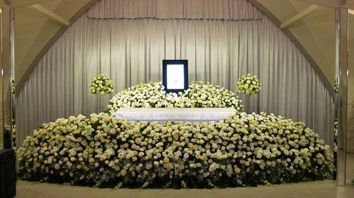 【御臨終のきざみ、生死の中間に、日蓮かならずむか(迎)いにまいり候べし】   あざとい葬儀
