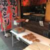 平和通り商店街にある超巨大鳥もも肉焼が買えるお店「鳥岡」は本当に巨大肉なので楽しいです