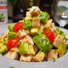 【レシピ】MCTオイルで!鶏ハムとアボカドのヘルシーサラダ!