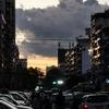 夕方のヤンゴン、スレーパゴダの周辺で写真を撮って、やっぱりバスで帰ろう。