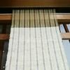 太さの違う糸で織り模様。