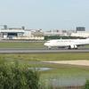大阪国際空港、伊丹スカイパークは間近で飛行機の離着陸が見れる!旅客機、滑走路を超速く走ってた!【兵庫県伊丹市】