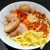 【今週のラーメン529】 東京ラーメンストリート・ジャンクガレッジ (東京・八重洲) 特製まぜそば、ニンニク・チーズ