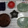 今日は春休みに伊豆高原で制作した手びねりの陶器が届きました。