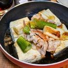 フライパンのまま食べる「一人焼き豆腐」で、ポン酢と黒ビールの意外な相性の良さを確認できた【かめきちパパ】