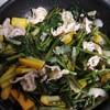 空心菜とズッキーニの炒め物  生きくらげと肉野菜の中華炒め
