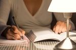 """1日 """"たった30分"""" の勉強でライバルに6倍も差をつけられる。早起きが苦手ならば「就寝1時間前」の夜勉強に全力を注げ。"""
