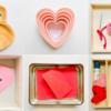 幼児と幼稚園児のバレンタインテーマの遊び