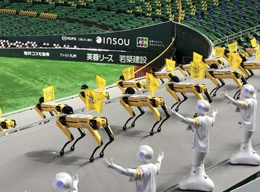 "That's Robot Entertainment! ""Pepper"" and ""Spot"" Team Up to Cheer on the SoftBank HAWKS"