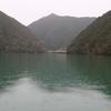 紀伊山脈奥地、水上の楼閣―旧摺子発電所(七色ダム)