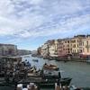 水の都ベネチアの美しさはさすが!でも、スーツケースを持っての移動は注意!