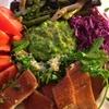 ✴︎アボカドとパセリとキウィと胡瓜の緑のソース(覚書き)を中心にしたサラダ(紫キャベツのサラダとよく合う)